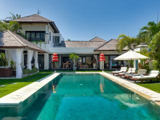 Waterfront villa Sunset. HOT 1-, 2- & 3-bdr rates. - Nusa Dua Peninsula vacation rentals