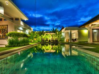 Great Villa Zara 4 bedroom/4Bath in Seminyak Bali