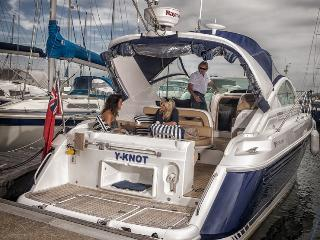 Y-KNOT- LUXURY boat accommodation- FlexworldUKLTD, Lymington