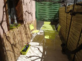 Private courtyard, WIFI, 2 bed, Quillan