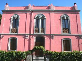 Pink Palace Apartment, Bosa