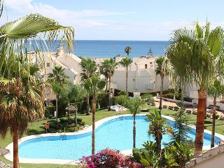 Beachfront 2 separate Houses with amazing poolarea, Marbella