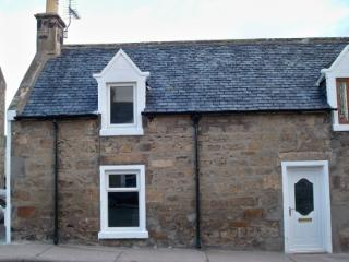 Lossie Cottage - Near the beach ideal for families, Lossiemouth