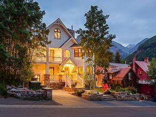 This impeccable downtown Telluride luxury vacation rental has high-end finishes, designer details and original artwork.