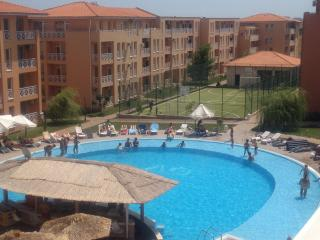 Cosy apartment with pool view, Sunny Beach