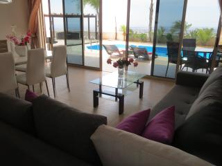 Sunset View. Private apartment with swimming pool., Limassol