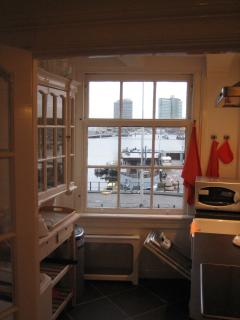 Kitchen, fully equipped and with Harbour Vieuw