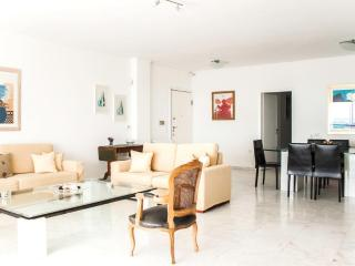 An Astonishing Apartment in Athens with Sea View, Atenas