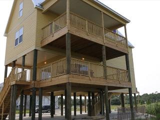 Beautiful Spacious House with Beach and Bay access in Fort Morgan!