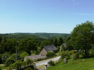 Tranquil countryside villa with stunning views, Bugeat
