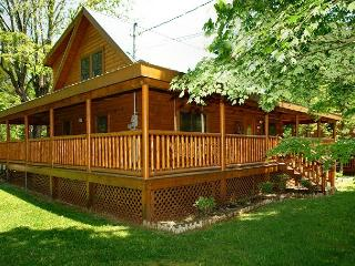 Pigeon Forge cabin near downtown 3BR Trouthouse