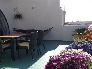 Penthouse with private sun terrace & open views., Ta' Xbiex
