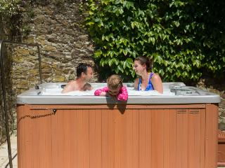 Luxury Houses sleep 5,6 with own private hot-tubs, Bude