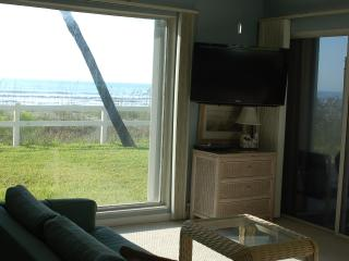 Summer DEALS/ Full OCEAN VIEWS/1st fl, quie, Cocoa Beach
