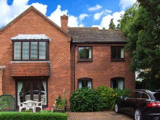 21 BANCROFT PLACE, gas fire, WiFi, close to town amenities, Ref 911963, Stratford-upon-Avon