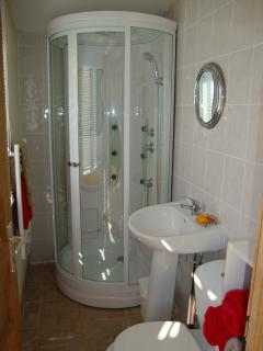 Shower Room with Spa/Power Shower