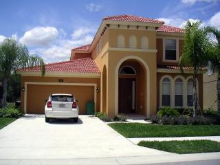 Gated Luxury Large Lakeview 5 bed/POOL SPA Villa, Davenport