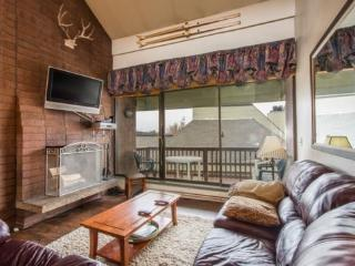 Silvertown 417 is a spacious 4 bedroom loft unit located just 2 blocks from Park City Mountain and on Park City`s Free Shuttle Route