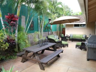 Family friendly house w/ hot tub walking distance, Kihei