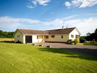 GOODLANDS, Bungalow, mobility, pets, WiFi, 6 acres, Lyme Regis