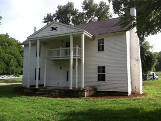 Historic  Home 15 miles  from Downtown Nashville