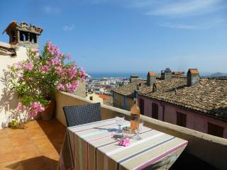 Gorgeous Village Home - Seaview Terraces, Wifi, AC, Cagnes-sur-Mer