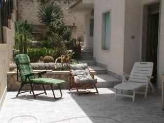 Sicily,Villa 2  min from the beach., Acate