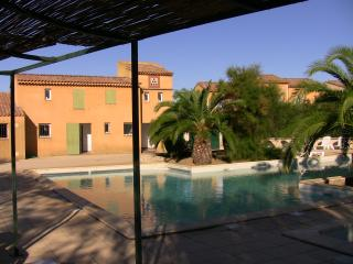 Family-friendly Arles holiday house with pool acce
