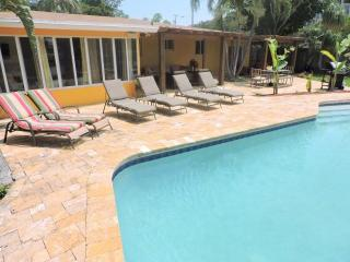 Wilton Manors 4/2 Waterfront Heated Pool for 12 2757