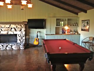 Super Cool Mad Men Hideaway with Pool Table, Magnificent Oaks, Hill/Sunset Views, Golf, Casinos, More, Fallbrook
