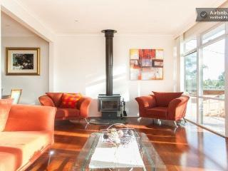 Eltham Retreat - Warm, Bright & Sunny Home, Melbourne