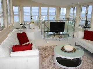 The Penthouse, 197 Ocean Views, Weymouth