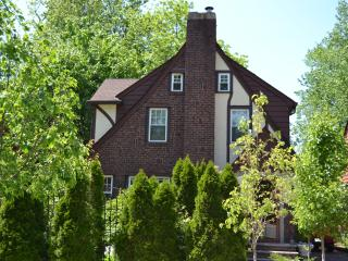 Old Word Charm Minutes from Manhattan - Teaneck vacation rentals