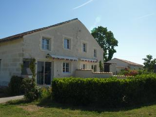 La Grange - luxury family-friendly gite, Brives-sur-Charente