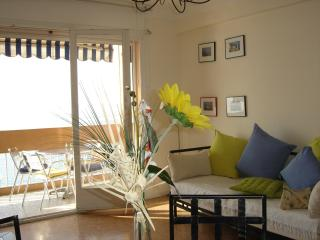 Delightful holiday apartment rental on the French Riviera, boasts balcony and sea view, Menton