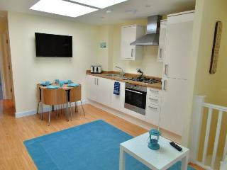 """Blue skies"" 2 Bedroom Holiday Let In Whitstable"