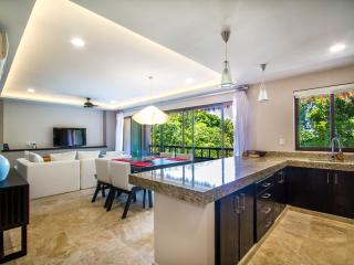 Great Golf Course Condo in Gated Beach Community, Puerto Aventuras