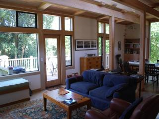 FoxGlove Retreat - Modern Home in the Forest, Point Reyes Station