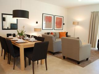 Contemporary Style 2 Bedroom Town Home near Disney, Four Corners