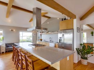 Tranquil Contemporary Beach Home:  Ocean Views with Central Air Conditioning only 2 Blocks to the beach!!!, San Diego