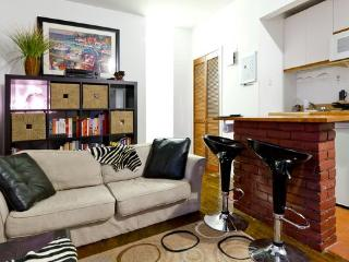 Amazing UpperEastSide brickwall 1BR, New York City