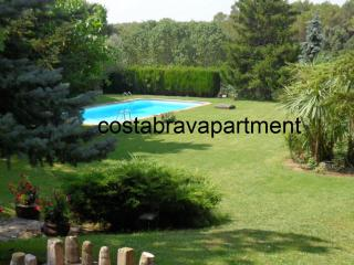 La Rectoria, private pool. Max 12 people. 12kms to Costa Brava Beaches, Llampaies