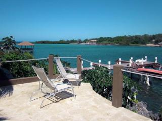 Luxury Waterfront  3 Bedroom Condo w/ Pool and Dock, West End
