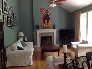 Great house in Saratoga Springs-minutes to Track,