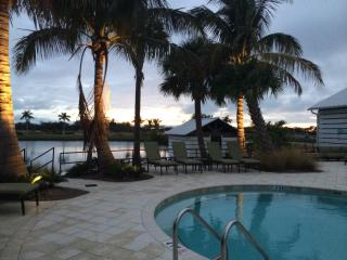 New waterfront luxurious condo on Anna Maria sound, Bradenton
