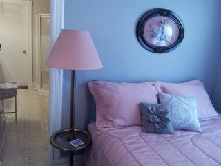Andrea's Bed and Breakfast Queen Ensuite Bedroom - Niagara Falls vacation rentals