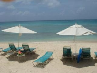 Condo on 7 Mile Beach - Great Location, Grand Cayman