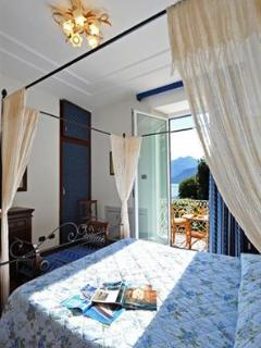3 splendid lake view double bedrooms and 2 lake view twin single bedrooms