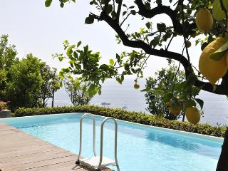 AMALFI - VILLA WITH  POOL OVERLOOKING THE SEA, Amalfi