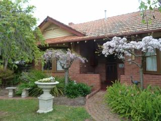 Haslem Cottage     A Boutique BED  &  BREAKFAST, Kyabram